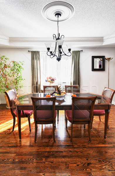 Comedor interior mesa de madera sillas casa madera Foto stock © elenaphoto