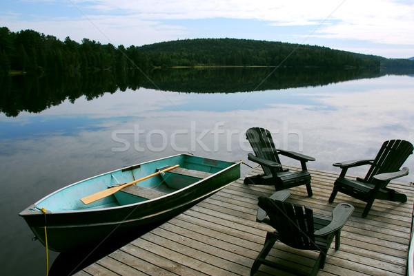 Lago sedie tre legno barca dock Foto d'archivio © elenaphoto