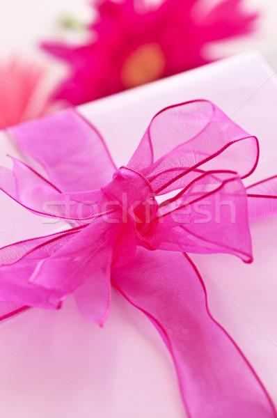 Stok fotoğraf: Pembe · hediye · kutusu · kâğıt · şerit · yay · çiçek