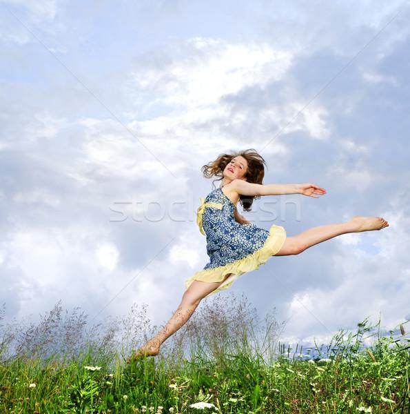 Stockfoto: Jong · meisje · springen · weide · jonge · tienermeisje · zomer
