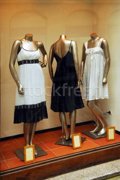 Boutique finestra display alla moda abiti donna Foto d'archivio © elenaphoto