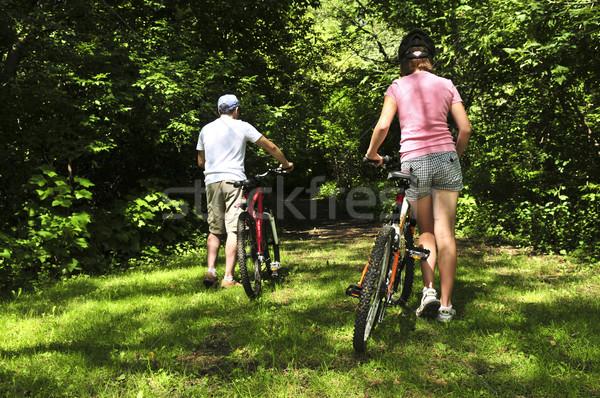 Foto d'archivio: Famiglia · biciclette · padre · estate · parco