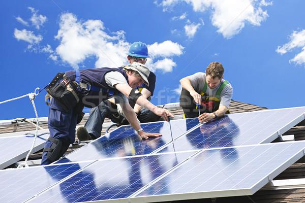 Stockfoto: Zonnepaneel · installatie · werknemers · alternatief · energie
