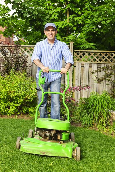 ストックフォト: 男 · 芝生 · 笑顔 · 庭園 · 緑