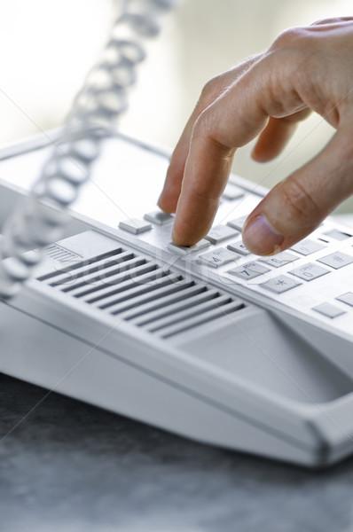 Stockfoto: Telefoon · vingers · desktop · handen · tabel