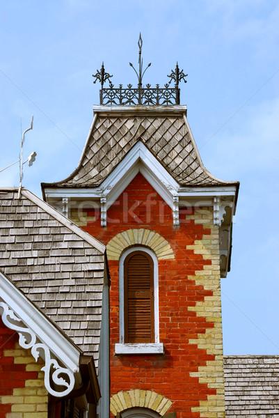 Domu piękna czerwony cegły budynku Zdjęcia stock © elenaphoto