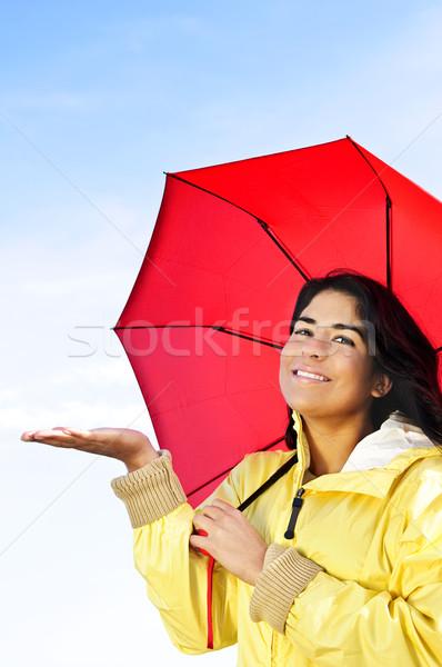 Gyönyörű fiatal nő esőkabát esernyő eső portré Stock fotó © elenaphoto