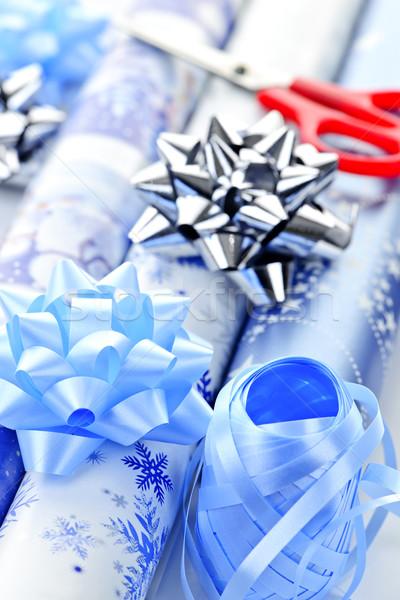 Photo stock: Noël · papier · d'emballage · arcs · ciseaux