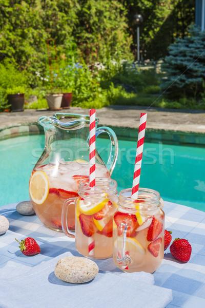 Fraise limonade piscine côté glace froid Photo stock © elenaphoto