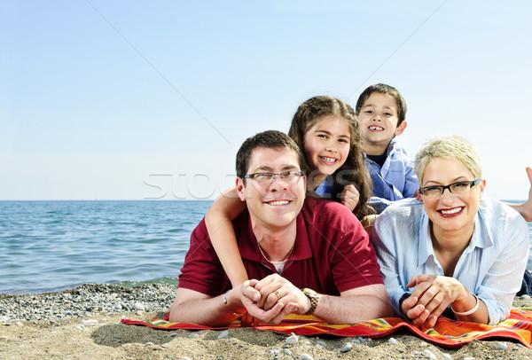 Stock fotó: Boldog · család · tengerpart · fektet · törölköző · homokos · tengerpart · család