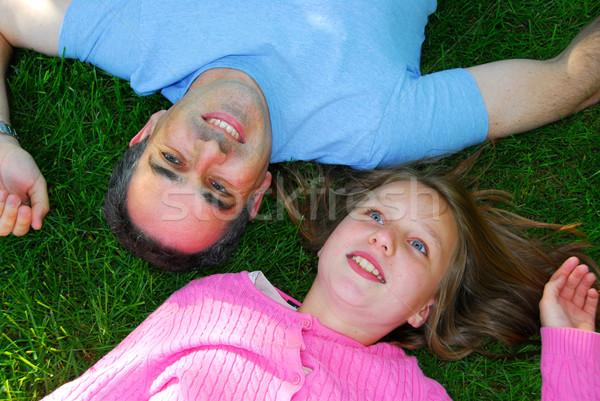 Rodziny lata szczęśliwy szczęśliwą rodzinę zielone trawy Zdjęcia stock © elenaphoto