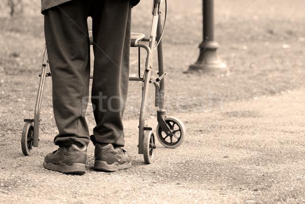 Vejez altos hombre toma caminata parque Foto stock © elenaphoto
