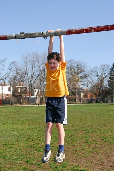 Jongen opknoping weinig voetbal poort handen Stockfoto © elenaphoto