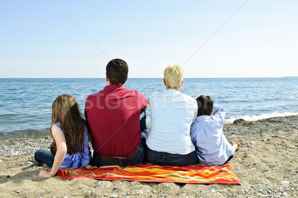 Stok fotoğraf: Aile · oturma · plaj · havlu · kız