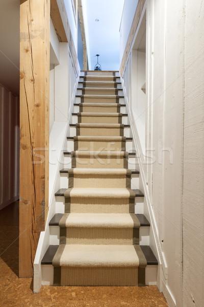 Seminterrato scale casa home interni Foto d'archivio © elenaphoto