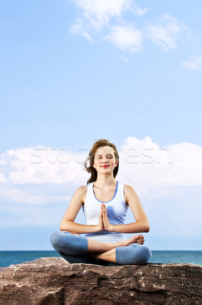 Stok fotoğraf: Genç · kız · meditasyon · açık · havada · portre · genç · genç · kız