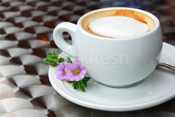 Cup tazza di caffè caffè fiori piattino latte Foto d'archivio © elenaphoto