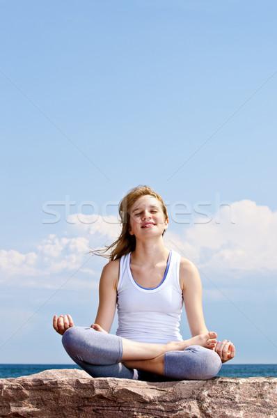 Stock fotó: Fiatal · lány · meditál · kint · portré · fiatal · tinilány