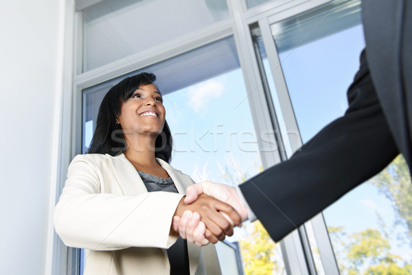 Mujer de negocios apretón de manos retrato negro mujer manos Foto stock © elenaphoto