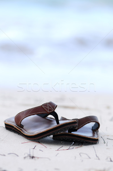 Homokos tengerpart homokos óceán tengerpart nyári vakáció nő Stock fotó © elenaphoto