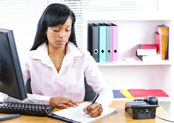 Ernstig zwarte zakenvrouw bureau jonge zakenvrouw Stockfoto © elenaphoto