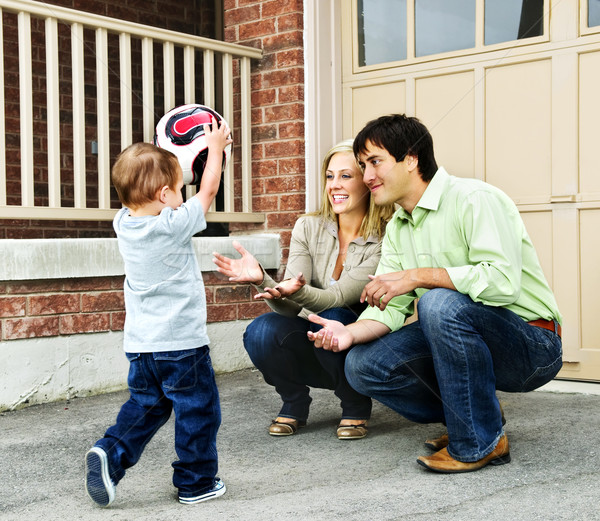 Сток-фото: семьи · играет · футбольным · мячом · счастливым · молодые · Футбол