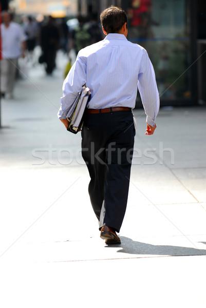 Zakenman lopen drukke straat centrum business Stockfoto © elenaphoto