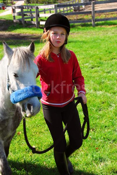 Meisje pony jong meisje leidend uit liefde Stockfoto © elenaphoto