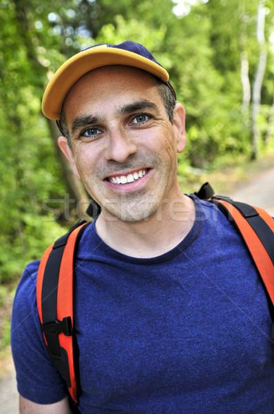 男子 徒步旅行 森林 線索 肖像 快樂 商業照片 © elenaphoto