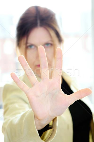 Zdjęcia stock: Starsza · kobieta · stop · dłoni · strony · działalności