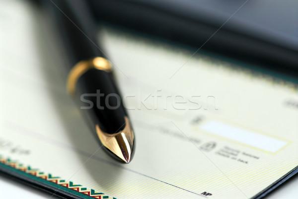 Książeczkę czekową pióro złota wieczne pióro czek działalności Zdjęcia stock © elenaphoto