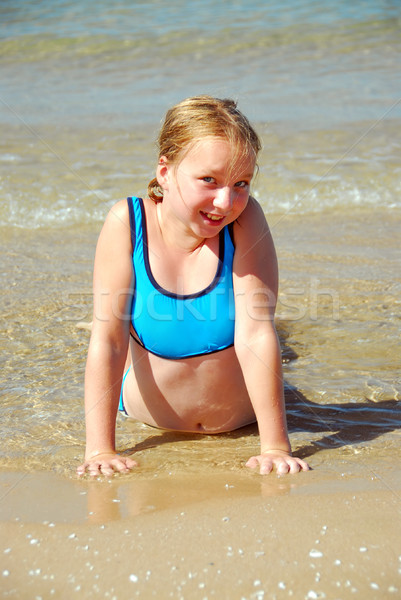 Foto stock: Menina · praia · jovem · raso · água · sorrir