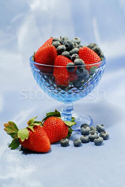 Сток-фото: ягодные · натюрморт · клубники · черника · синий · стекла
