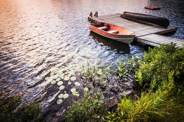 Roeiboot meer wal zonsopgang zonsondergang water Stockfoto © elenaphoto