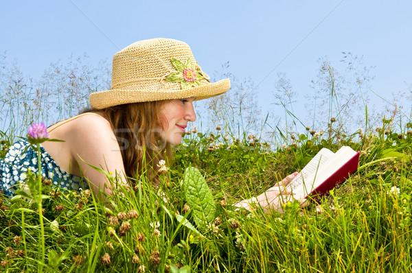Stock fotó: Fiatal · lány · olvas · könyv · legelő · fiatal · tinilány