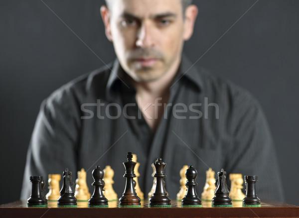 Człowiek szachownica patrząc myślenia pierwszy Zdjęcia stock © elenaphoto