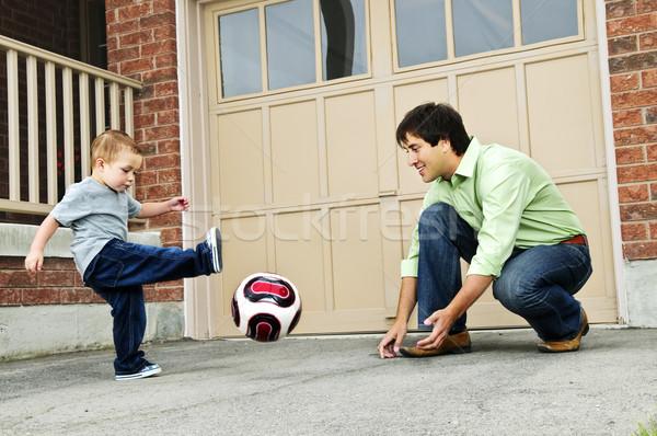 Filho pai jogar futebol pai ensino filho Foto stock © elenaphoto