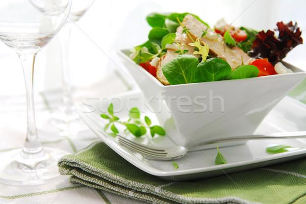 Saláta friss zöld grillcsirke gyógynövények paradicsomok Stock fotó © elenaphoto