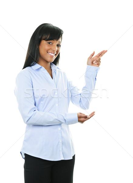 Glimlachend jonge vrouw wijzend zwarte vrouw kant geïsoleerd Stockfoto © elenaphoto