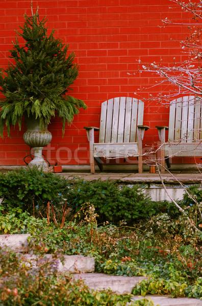 Huis patio natuurlijke steen twee houten Stockfoto © elenaphoto