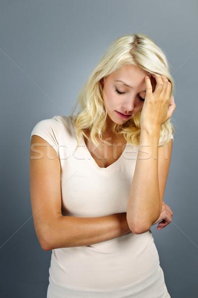 Beunruhigt jungen blonde Frau grau Stock foto © elenaphoto