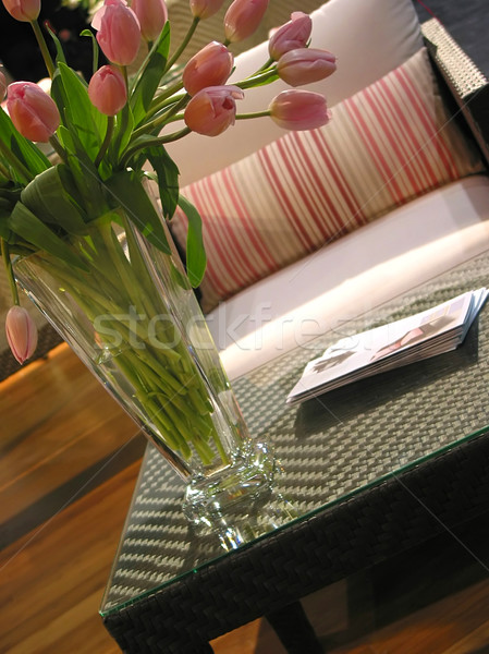 Belső váza rózsaszín tulipánok dohányzóasztal szék Stock fotó © elenaphoto