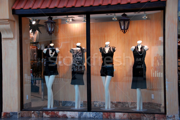 Boutique finestra donne luce strada shop Foto d'archivio © elenaphoto