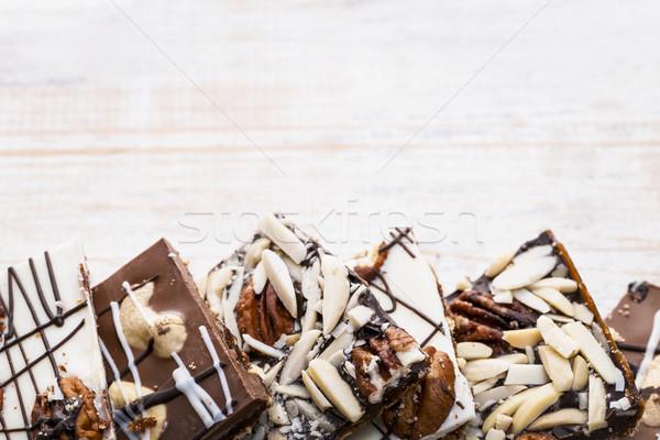 Chocolate casca madeira caramelo peças Foto stock © elenaphoto