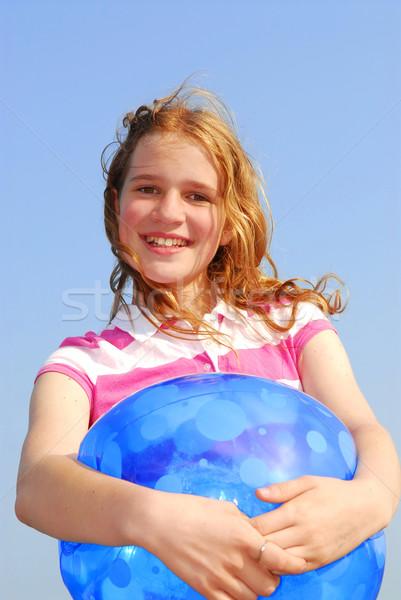 Jeune fille ballon de plage portrait jeunes belle fille mer Photo stock © elenaphoto
