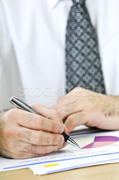 Stockfoto: Kantoormedewerker · schrijven · rapporten · algemeen · presentatie · charts