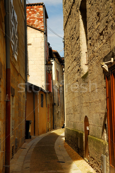 Keskeny utca középkori város épület épületek Stock fotó © elenaphoto