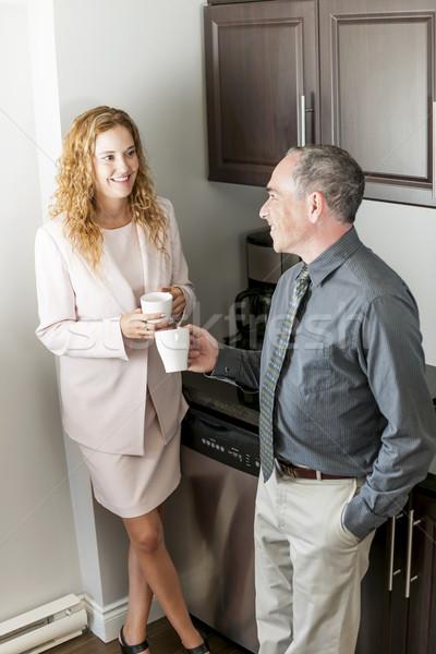 Munkatársak kávészünet férfi nő párbeszéd iroda Stock fotó © elenaphoto