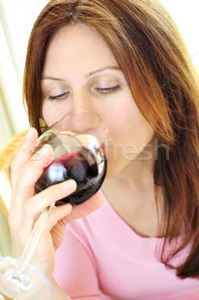 Zdjęcia stock: Starsza · kobieta · szkła · wino · czerwone · pitnej · kobieta · wina