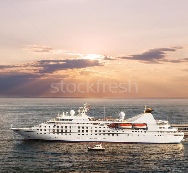 Pequeno luxo navio de cruzeiro porta pôr do sol céu Foto stock © elenaphoto
